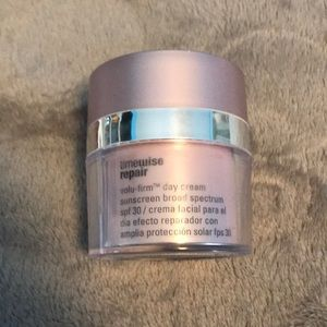 Mary Kay timewise repair volu-firm day cream